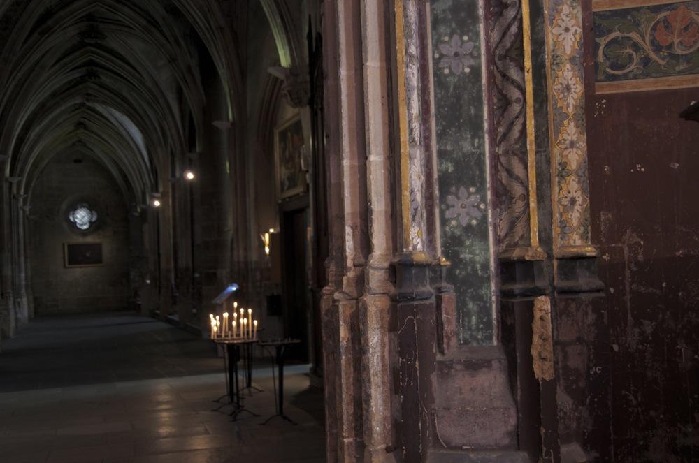 commenter >  Colonne décorée, église Saint-Séverin  < comment