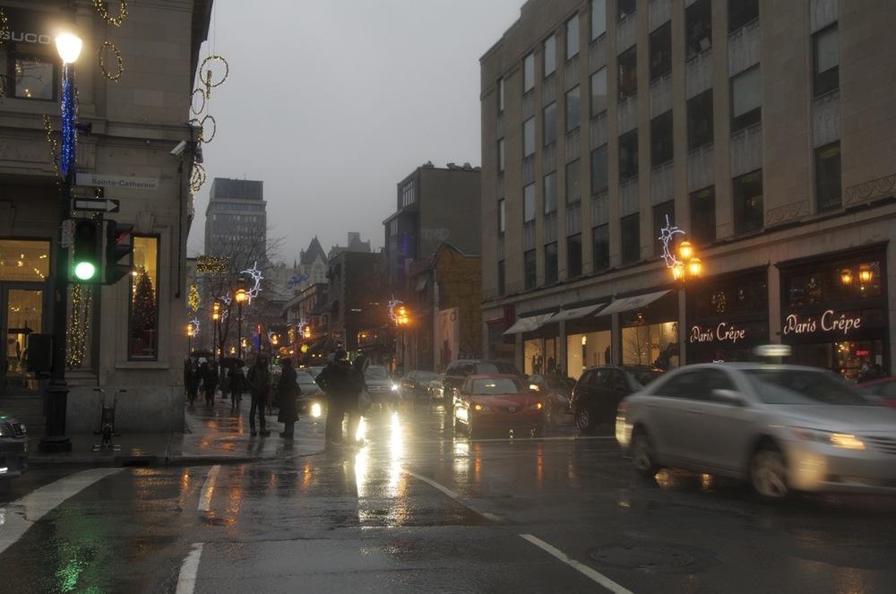 Pluie de décembre, rues Crescent et Ste-Catherine