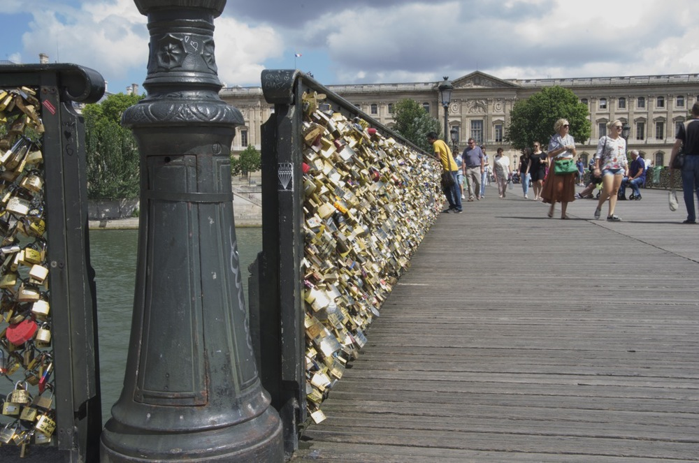 commenter >  Love-locks, Pont-des-Arts, 2/2  < comment