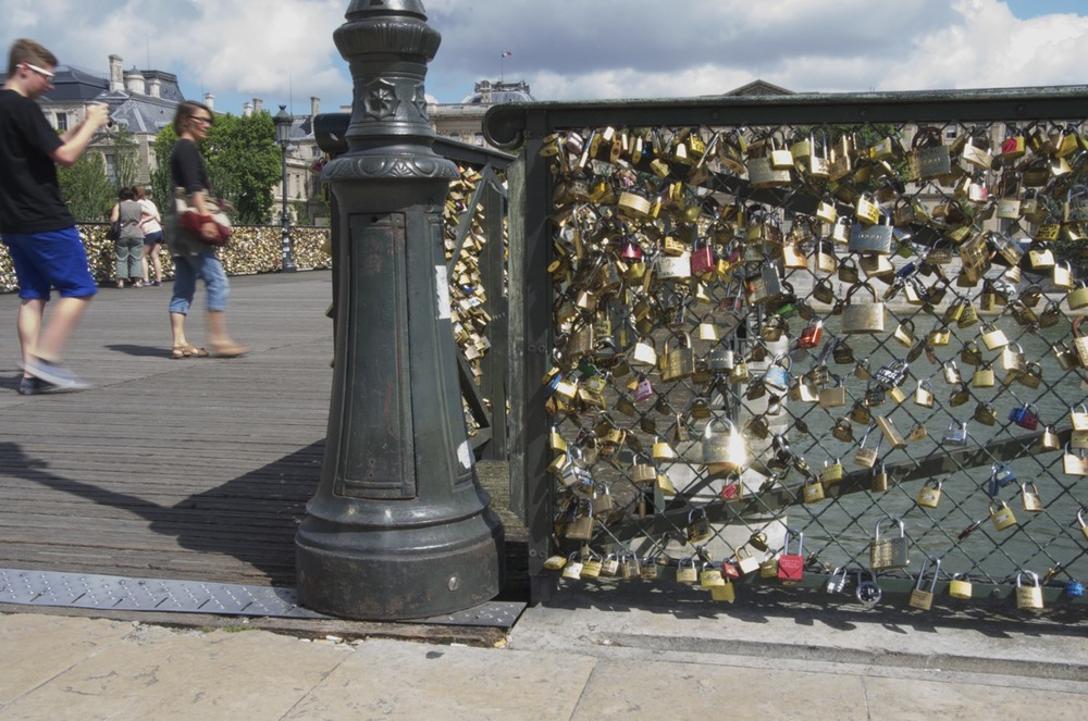 commenter >  Love-locks, Pont-des-Arts, 1/2  < comment