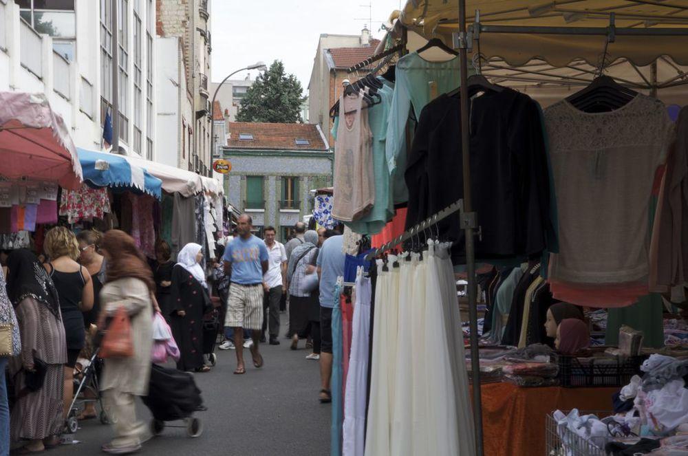 commenter > Place du Marché, Montreuil, 2/2 < comment