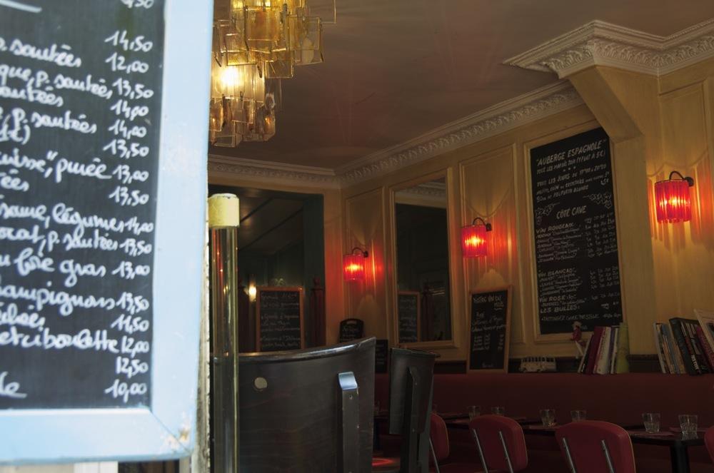 commenter >  Café de la rue Caulincourt, 1/2  < comment