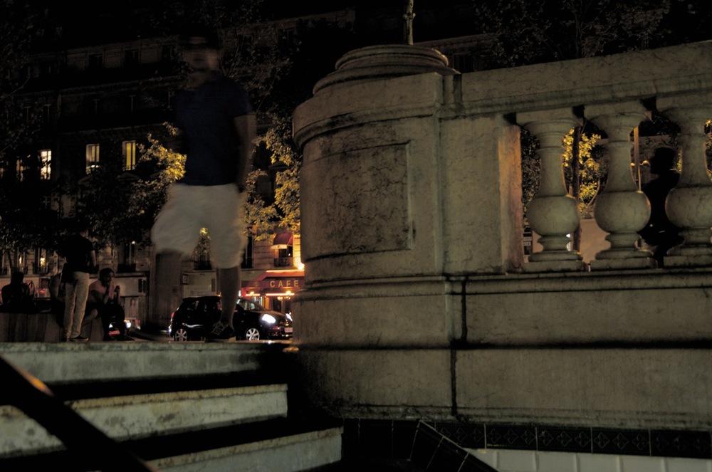 commenter >  Bouche du Métro aux lumières de la nuit, Place de la République  < comment