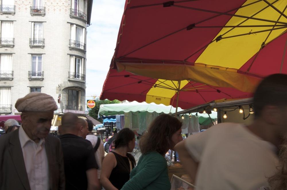 commenter >  Place du Marché, Montreuil,1/2  < comment