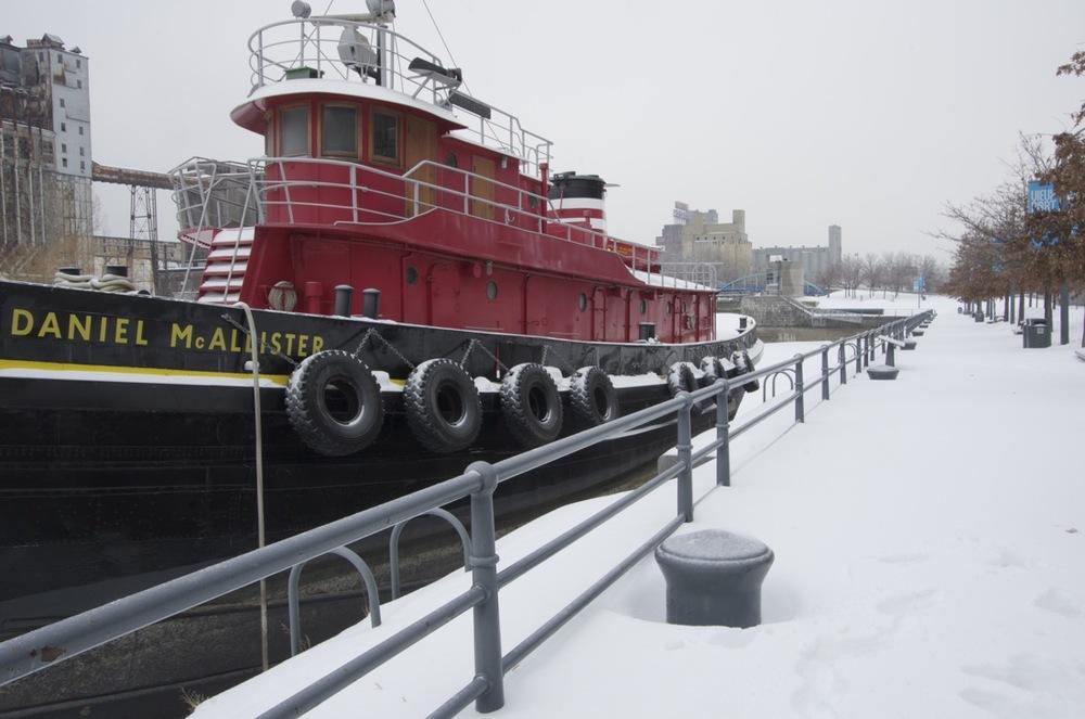 Le Daniel-McAllister, au premier bassin du canal de Lachine