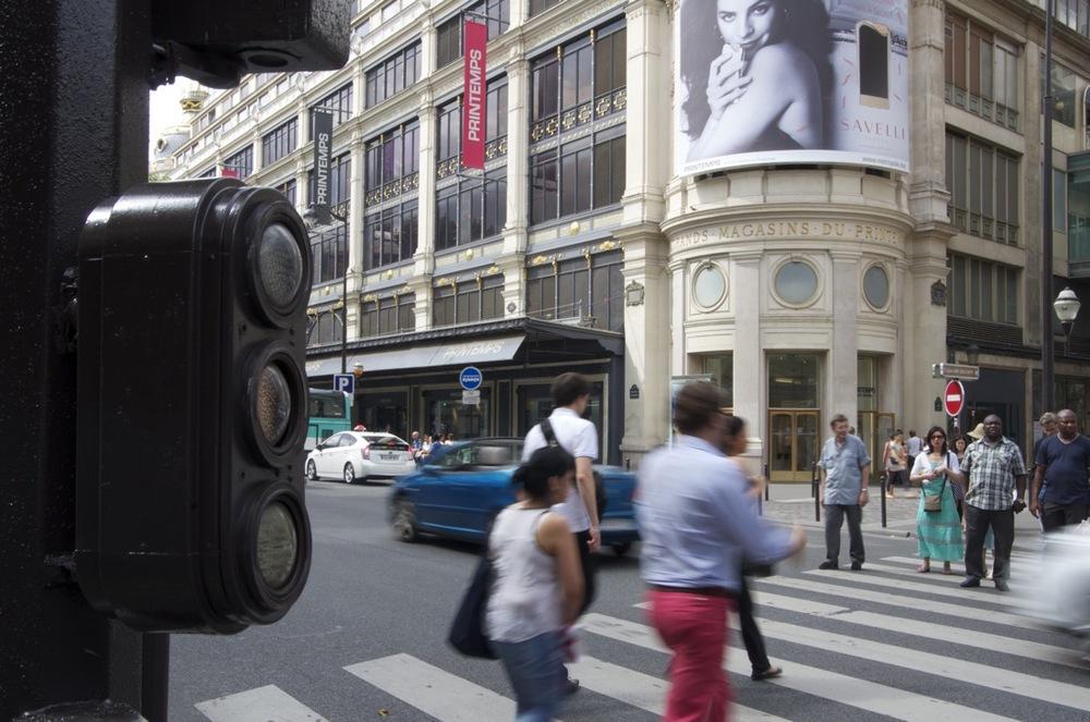 commenter > La rue de Provence au coeur de l'après-midi, 2/2 < comment