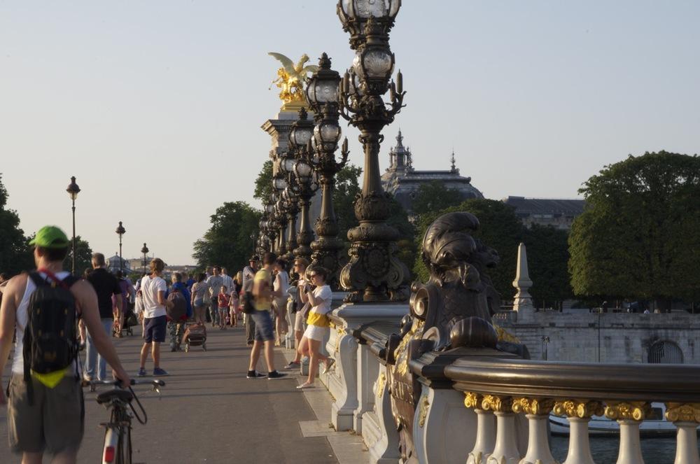 commenter >  Le pont Alexandre III, de la rive gauche  < comment