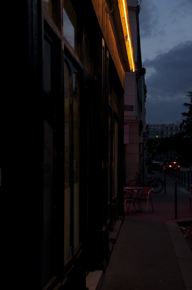 commenter >  Néon, rue Julien-Lacroix  < comment