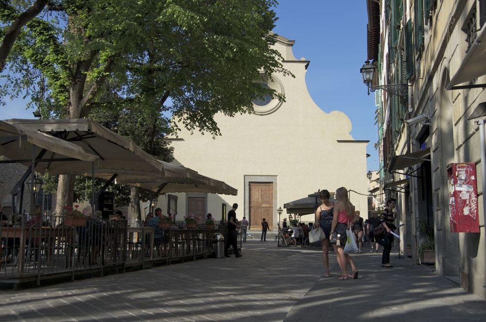 commenter > Piazza Santo Spirito < comment