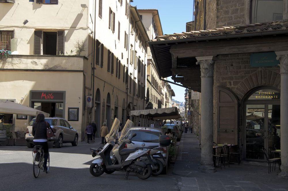 Commenter >  Borgo Santa Croce, alla via dei Benci  < comment