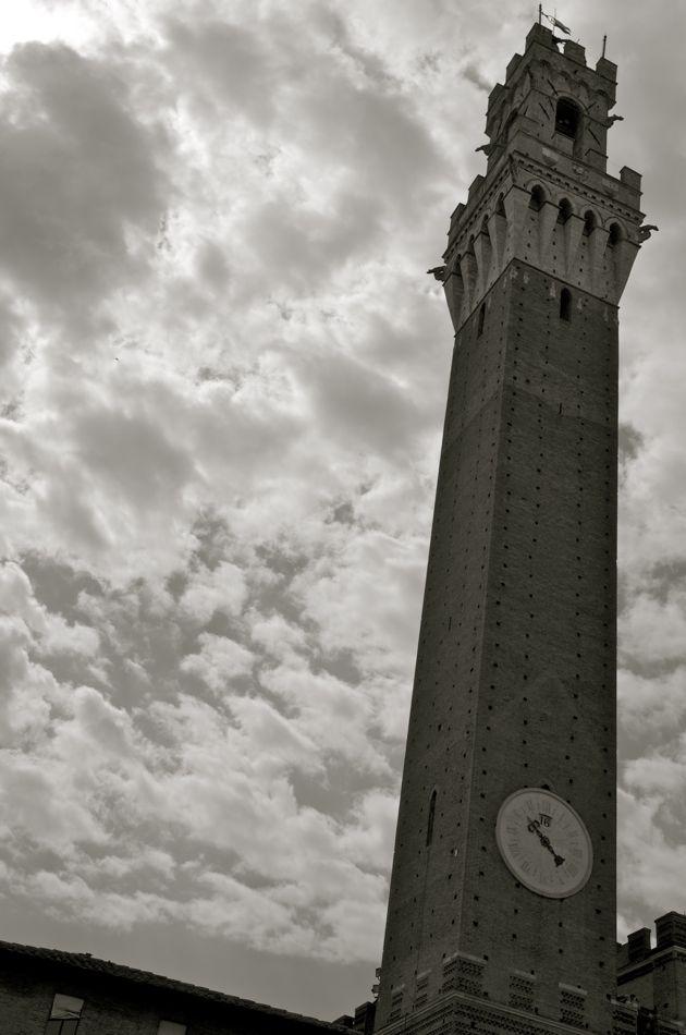 commenter > La torre del Palazzio Pubblico < comment