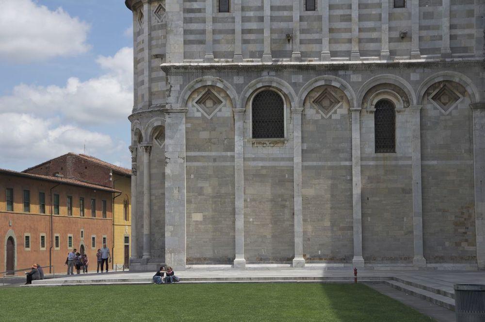 commenter > Piazza dei Miracoli (l'ala sinistra della Cattedrale)  < comment