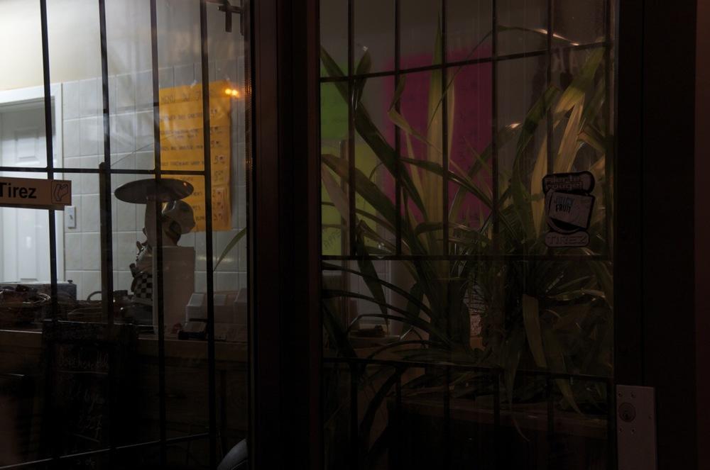commenter >  Rue Masson (Commerce après les heures d'affaire / les menus)  < comment