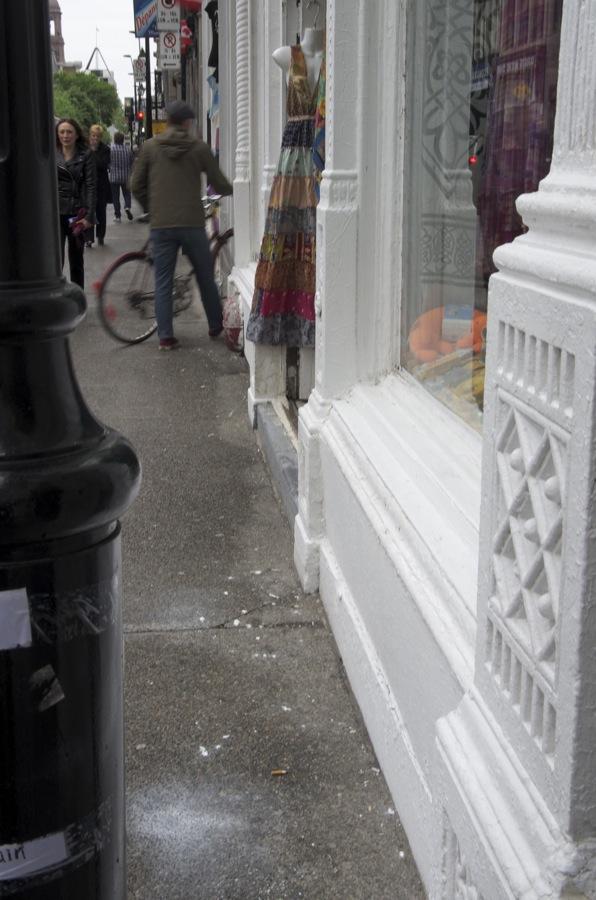 comment >  Rue Notre-Dame (robe)  < comment