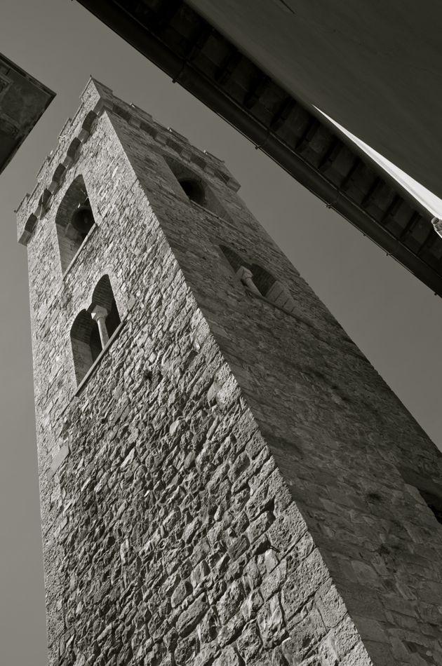 commenter >  La torre del Palazzo Comunale  < comment