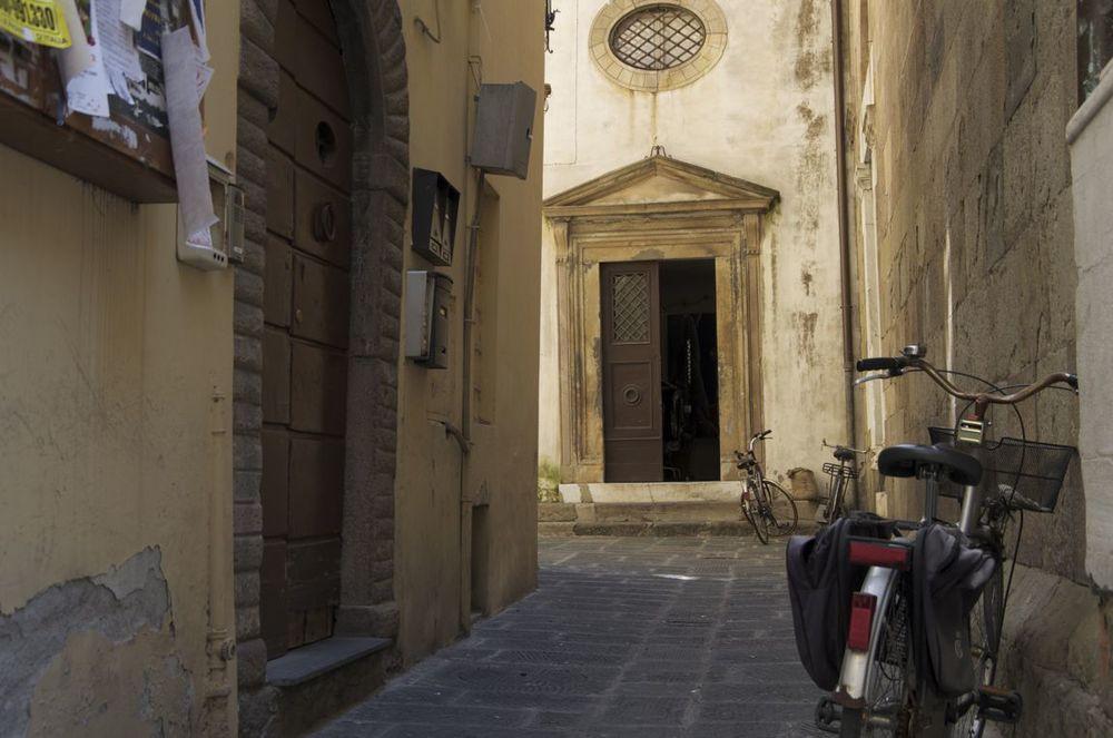 commenter >  Vicolo San Carlo  < comment