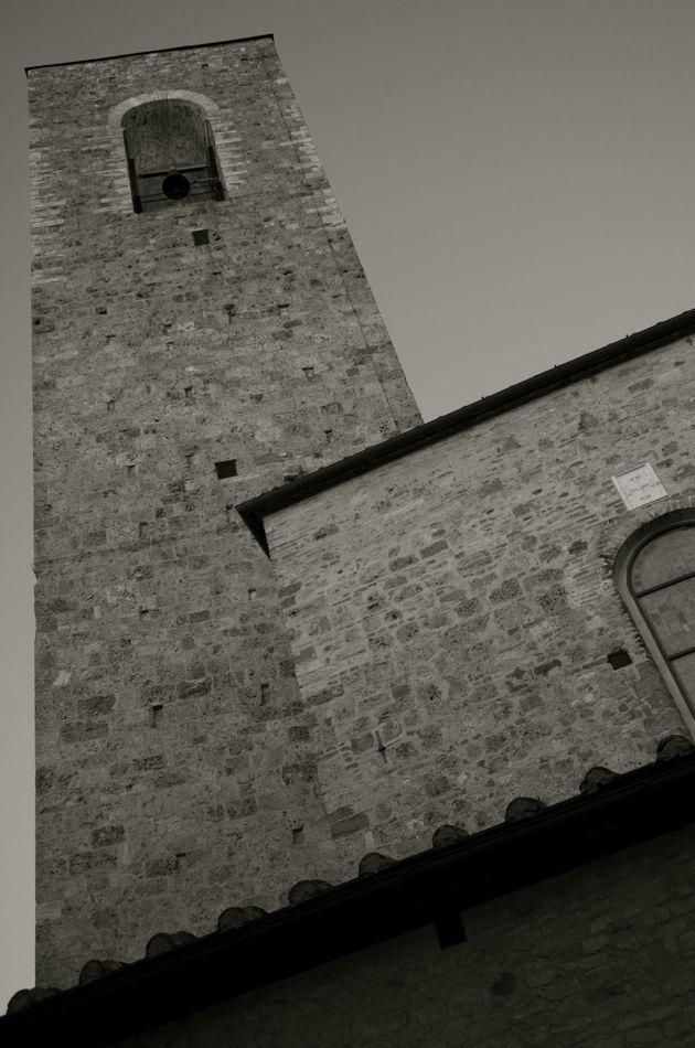 commenter >  La torre del Collegiata di San Gimigniano  < comment