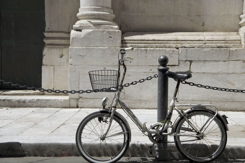 commenter >  Piazza San Michele (la bicicletta)  < comment