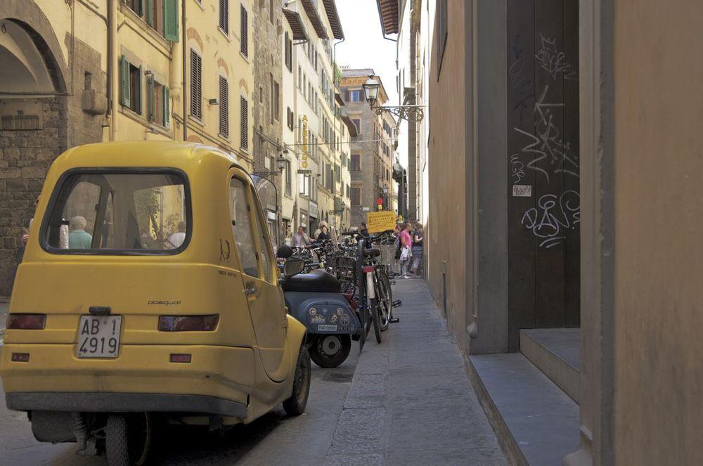commenter >  Via del Corso (la Pasquale)  < comment