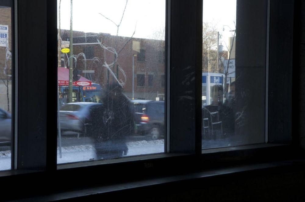 commenter > Métro Parc (par une fenêtre) < comment