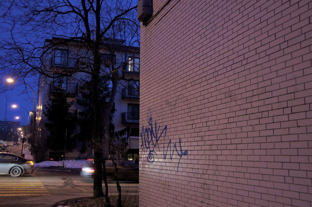 commenter >  Avenue Gatineau, au boulevard Édouard-Montpetit  < comment