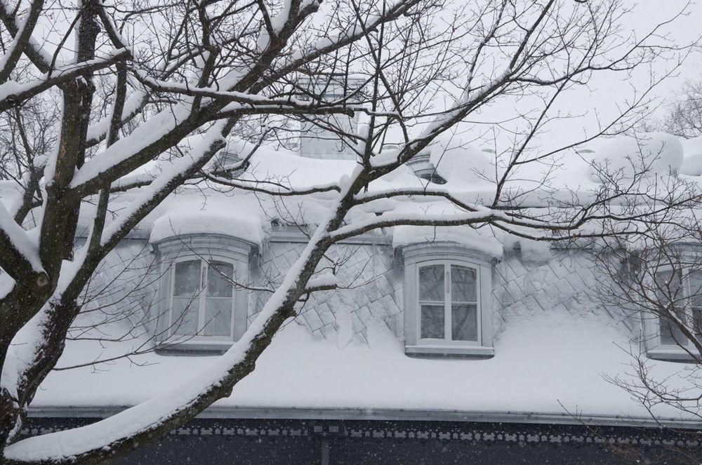 commenter >  Rue Aberdeen (toît mansard sous la neige)  < comment