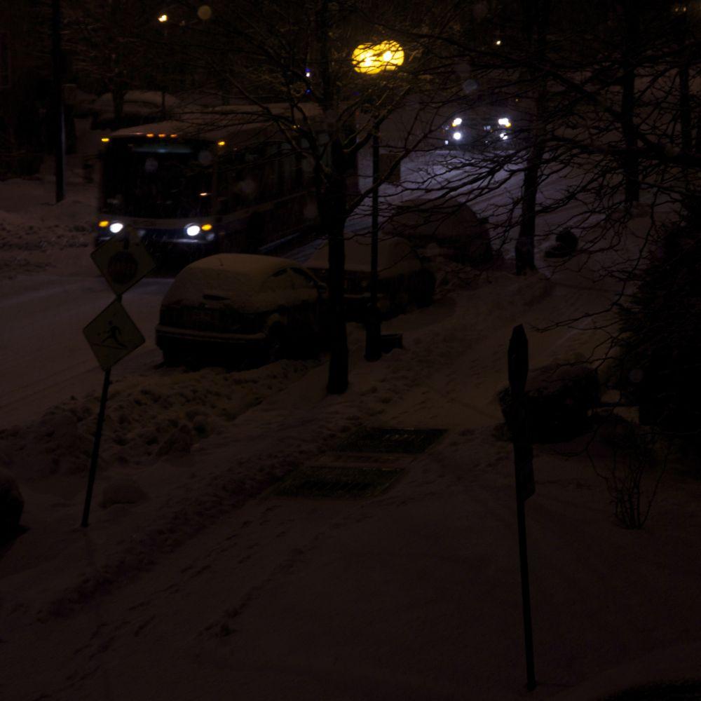 commenter >  Avenue du Mt-Royal (nuit, hiver)  < comment