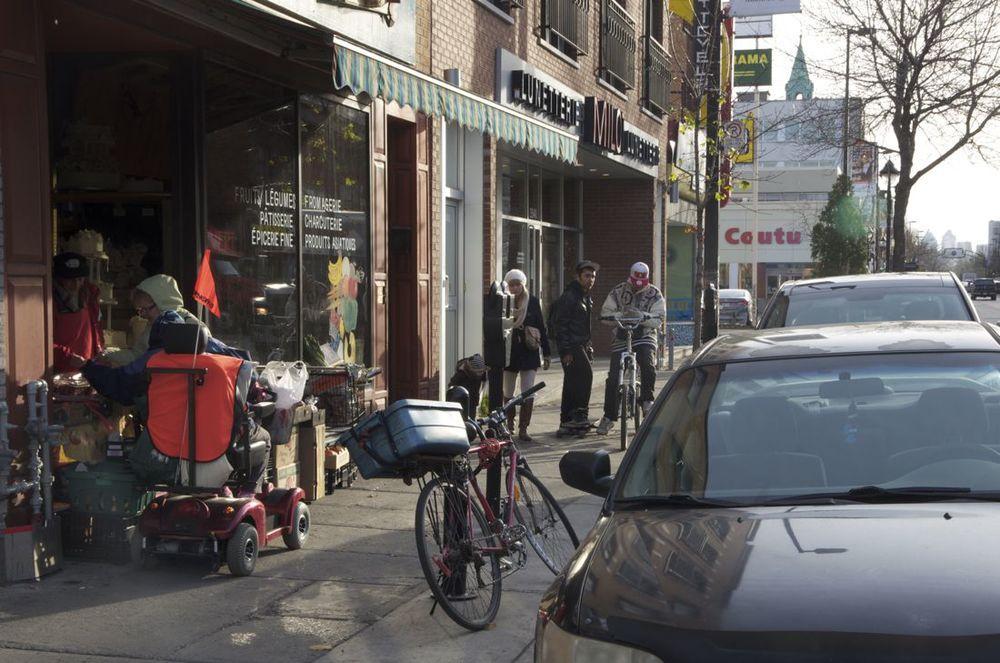 Rue Ontario (Ados et passants)