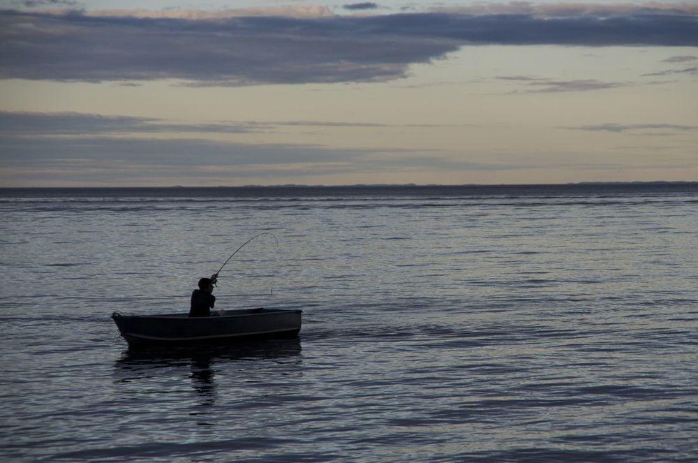 Lac St-Jean (pêcheur à la brunante)