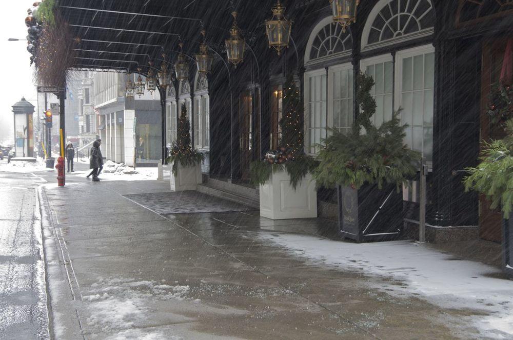 commentez >  Rue Sherbrooke (le Ritz, jour de neige) < comment