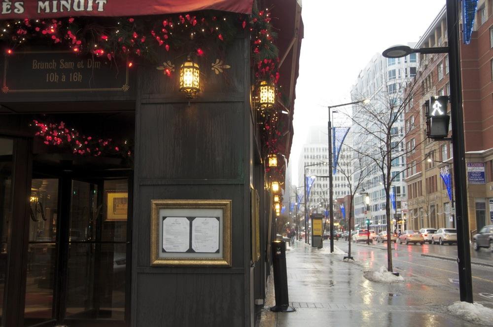 Entrée d'un restaurant, rue De la Montagne
