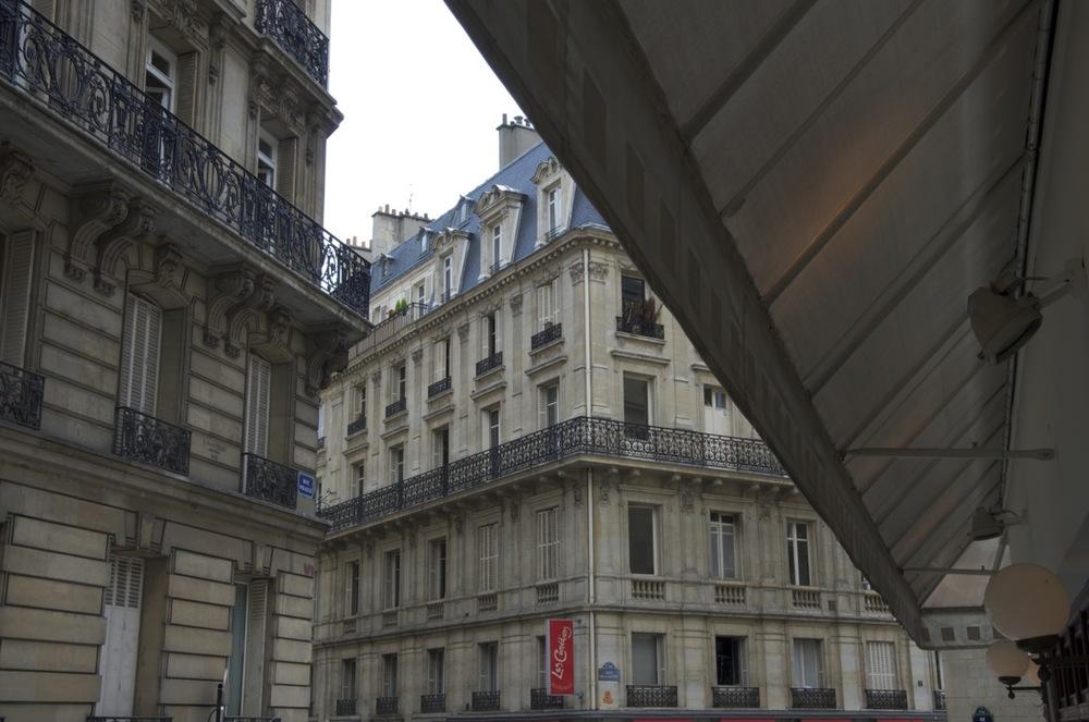 Auvent, rue Jean-Baptiste Pigalle