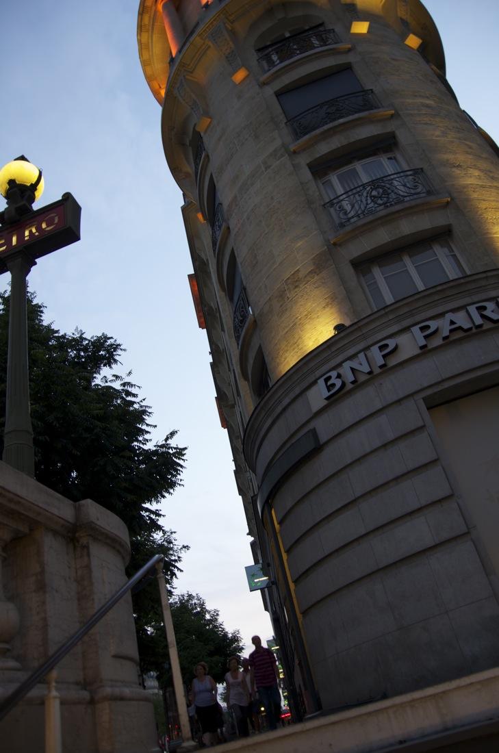 Immeuble d'angle, métro Richelieu-Drouot