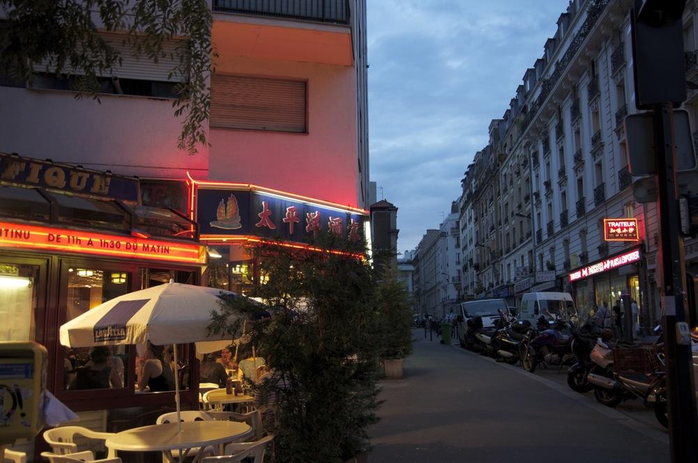 Terrasse de restaurant, rues de Ménilmontant et des Pyrénées