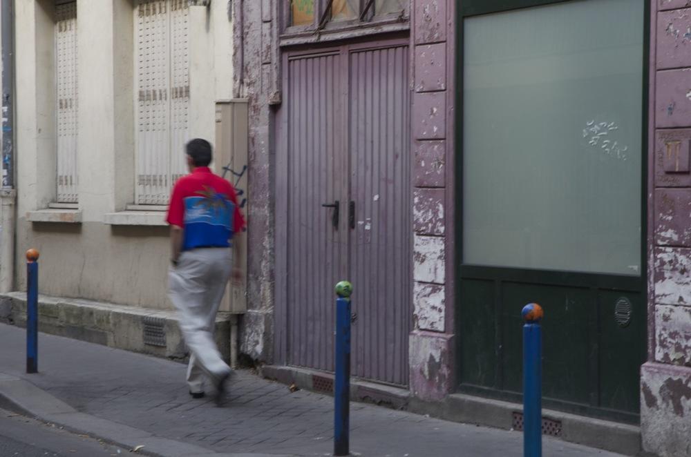 Homme en chemise exotique, village Popincourt