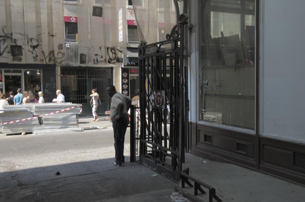 Homme à l'entrée du théatre, rue du Faubourg du Temple