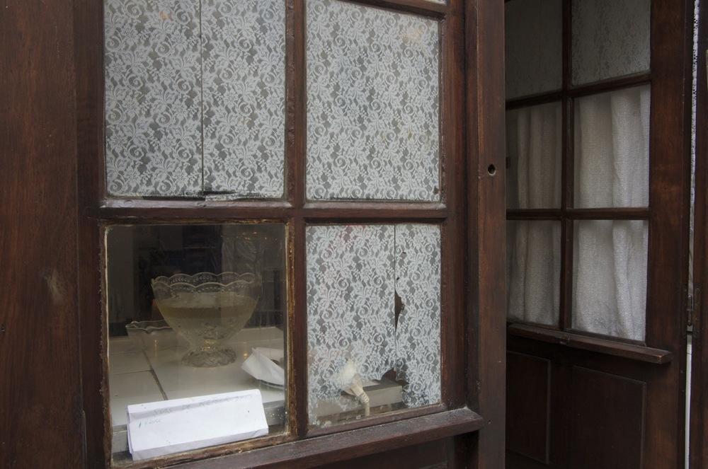 Par la fenêtre d'une Synagogue, rue des Écouffes