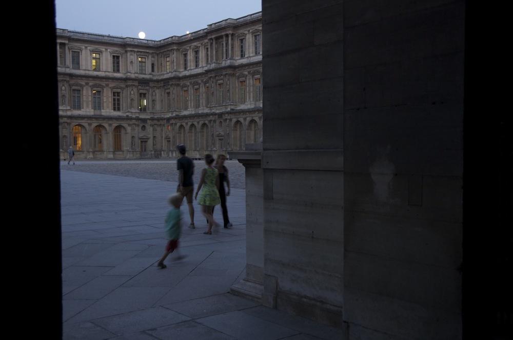 Enfants à la Cour Carrée, Palais du Louvre