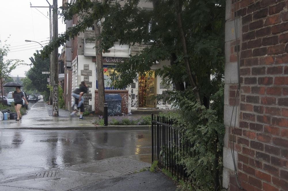 Devant le dépanneur de la rue Boucher
