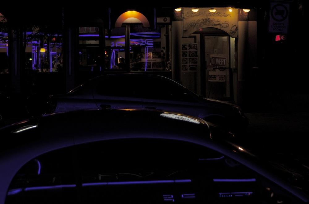 Néons bleu nuit, rue Ste-Catherine Est