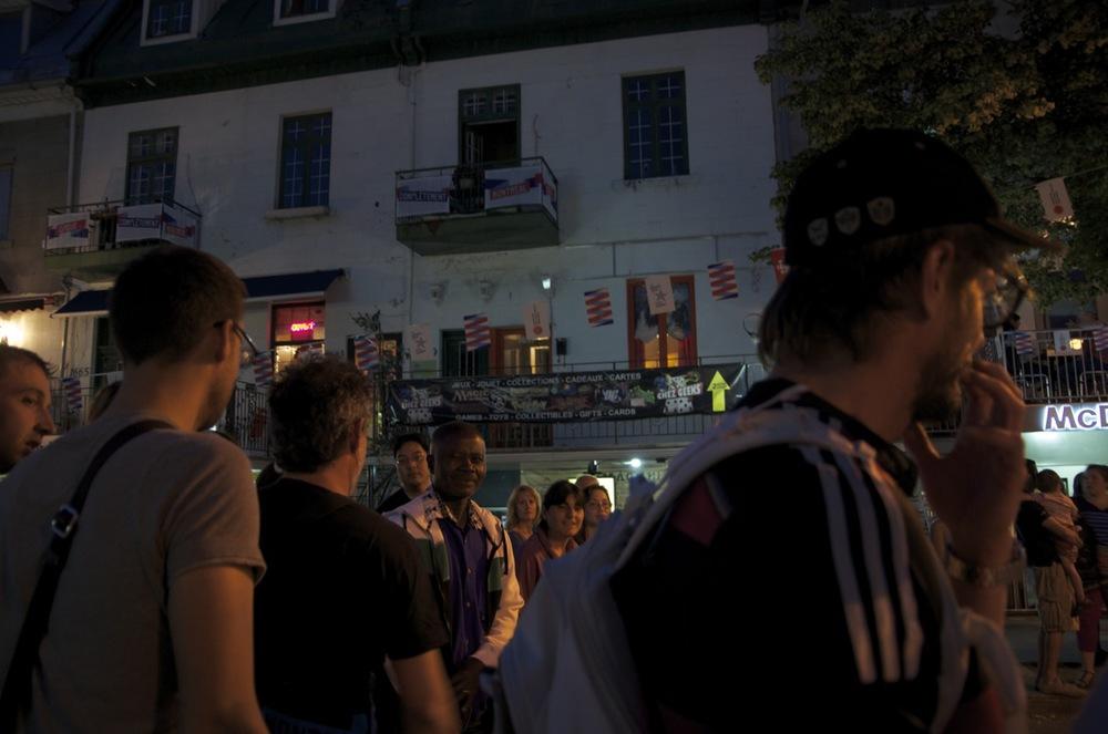 Foule nocturne, rue St-Denis