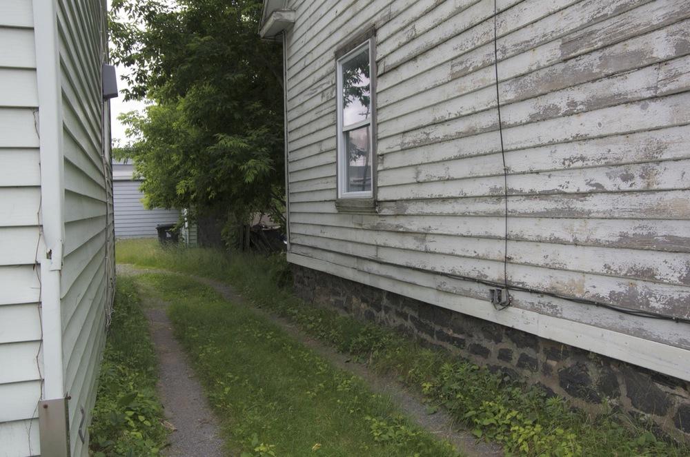 Passage vers une cour arrière, rue St-Georges