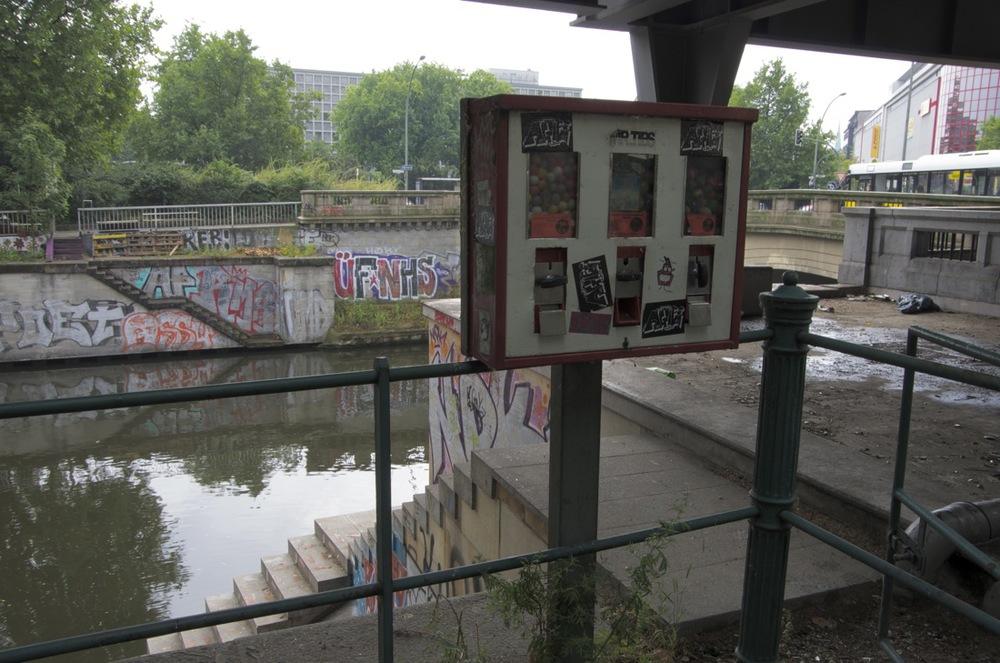 Verkaufsautomat , Gitschiner Straße