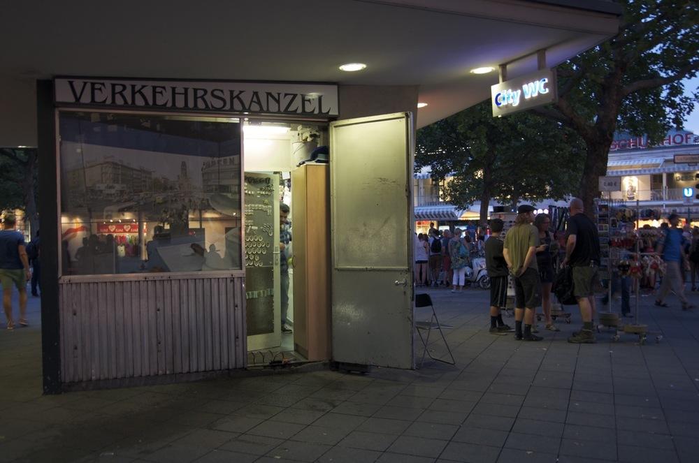 Abendzeit, Kurfurstendamn und Joachimsthalerstraße, 2/2