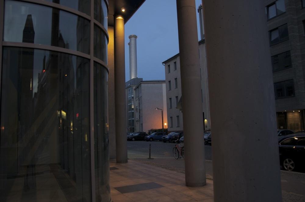 Kolonnen und Schorsteinen, Brükenstraße