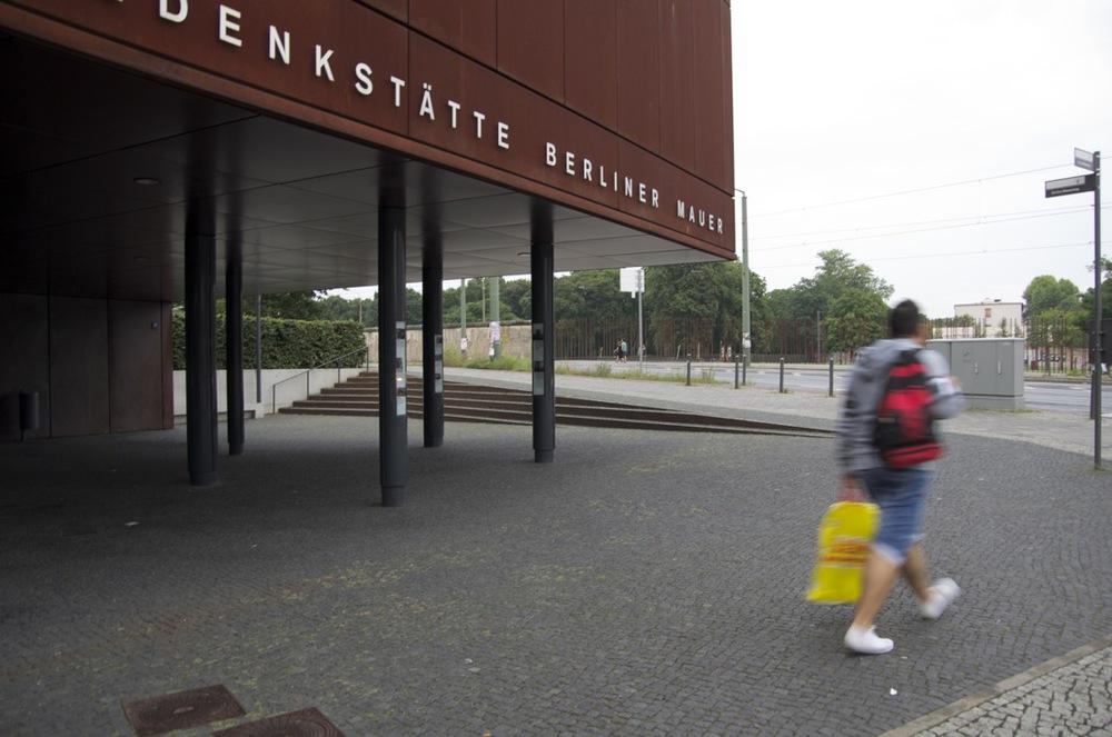 Neben die Gedenkstätte, Gartenstraße