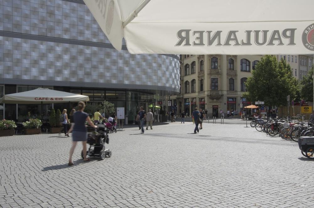 Richard-Wagner-Platz, sonne durchnäßt