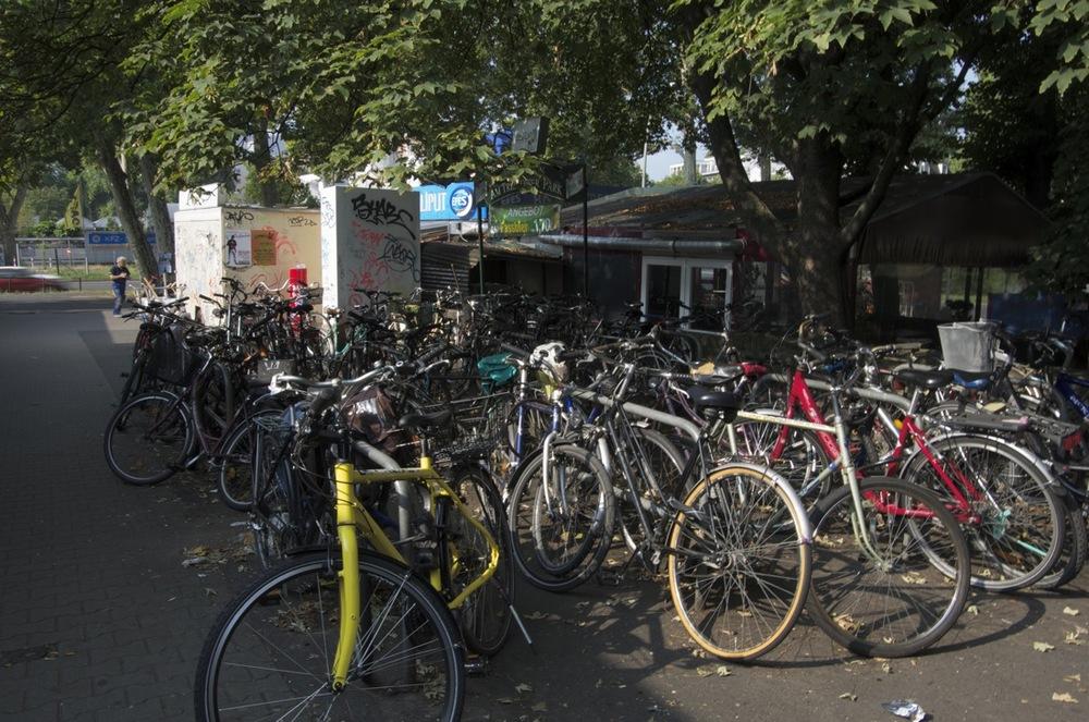 Velo Parkplätze, S-Bahnhof Treptower Park 1/2