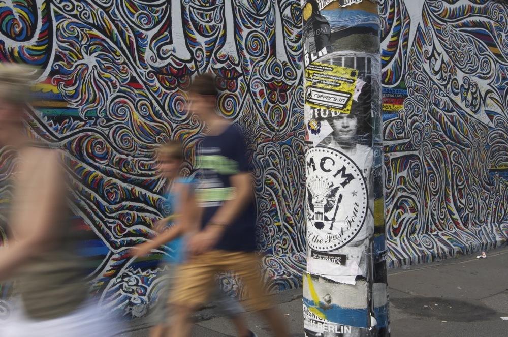 Plakaten und Wandgemälde, East Side Gallery, 1/2