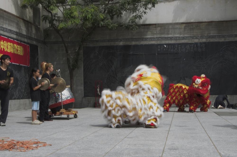 Célébration (danse des dragons), place Sun-Yat-Sen
